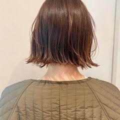大人かわいい アンニュイほつれヘア アウトドア ナチュラル ヘアスタイルや髪型の写真・画像