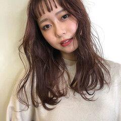 フェミニン セミロング ピンクブラウン オン眉 ヘアスタイルや髪型の写真・画像