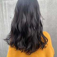 透明感カラー シルバーグレージュ ロング オリーブベージュ ヘアスタイルや髪型の写真・画像