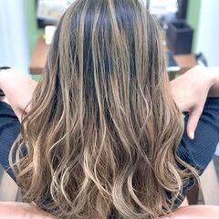 セミロング ブリーチカラー エレガント グラデーションカラー ヘアスタイルや髪型の写真・画像