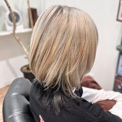 ホワイト ウルフレイヤー ウルフカット ストリート ヘアスタイルや髪型の写真・画像