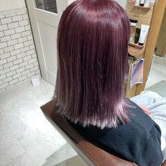 ピンクバイオレット ナチュラル ミディアム 切りっぱなしボブ ヘアスタイルや髪型の写真・画像