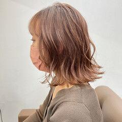 巻き髪 髪質改善トリートメント イルミナカラー 切りっぱなしボブ ヘアスタイルや髪型の写真・画像
