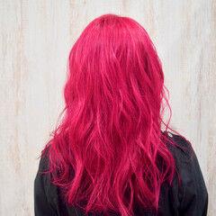 セミロング チェリーレッド 派手髪 コリアンカラー ヘアスタイルや髪型の写真・画像