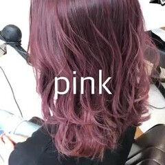 ナチュラル セミロング インナーカラー ピンクカラー ヘアスタイルや髪型の写真・画像