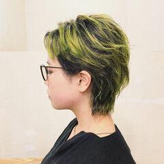 ウルフカット ビビッドカラー 外ハネ ストリート ヘアスタイルや髪型の写真・画像