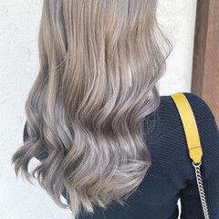 ホワイトベージュ ロング ナチュラル ダブルカラー ヘアスタイルや髪型の写真・画像
