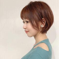 ラズベリーピンク ショート 耳かけ ローライト ヘアスタイルや髪型の写真・画像
