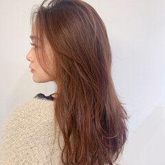 オレンジカラー 毛先パーマ レイヤーカット ナチュラル ヘアスタイルや髪型の写真・画像