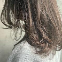 セミロング グレージュ アッシュグレージュ ラベンダーグレージュ ヘアスタイルや髪型の写真・画像