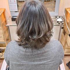 ブリーチオンカラー ミディアム ストリート シルバー ヘアスタイルや髪型の写真・画像