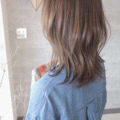 ウルフカット ミルクグレージュ グレージュ エレガント ヘアスタイルや髪型の写真・画像
