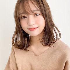 レイヤーカット ミディアム 毛先パーマ アンニュイほつれヘア ヘアスタイルや髪型の写真・画像
