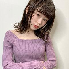 アンニュイほつれヘア 極細ハイライト 透明感カラー ミディアム ヘアスタイルや髪型の写真・画像