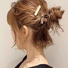 ボブアレンジ 簡単ヘアアレンジ 切りっぱなしボブ ナチュラル ヘアスタイルや髪型の写真・画像