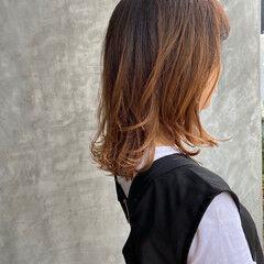 フェミニン 伸ばしかけ ウルフカット ロング ヘアスタイルや髪型の写真・画像