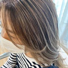 ハイライト ミディアム 透明感 白髪染め ヘアスタイルや髪型の写真・画像