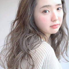 アッシュベージュ シアーベージュ レイヤーロングヘア ロング ヘアスタイルや髪型の写真・画像