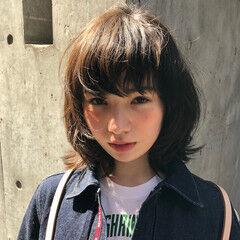 デジタルパーマ ミディアム マッシュウルフ グレージュ ヘアスタイルや髪型の写真・画像