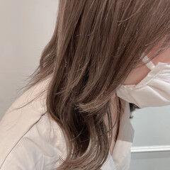 ロングヘア ハイトーンカラー ベージュ ミディアム ヘアスタイルや髪型の写真・画像