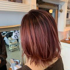 ミディアム ピンクラベンダー シースルーバング ラベンダーカラー ヘアスタイルや髪型の写真・画像