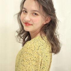 外国人風パーマ エアウェーブ パーマ セミロング ヘアスタイルや髪型の写真・画像