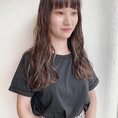 インナーカラー アクセサリーカラー インナーカラーホワイト ナチュラル ヘアスタイルや髪型の写真・画像