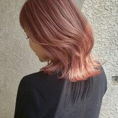 レイヤーカット ピンク ミディアム ガーリー ヘアスタイルや髪型の写真・画像