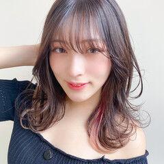 インナーカラー フェミニン シースルーバング セミロング ヘアスタイルや髪型の写真・画像