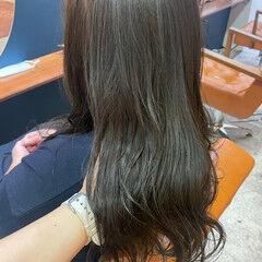 マットグレージュ セミロング ナチュラル カーキアッシュ ヘアスタイルや髪型の写真・画像