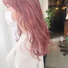 ストリート セミロング ラズベリーピンク ピンクベージュ ヘアスタイルや髪型の写真・画像