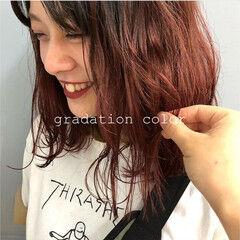 ストリート ミディアム カシスレッド 透明感カラー ヘアスタイルや髪型の写真・画像