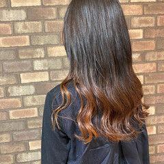 イルミナカラー ロング グラデーションカラー ナチュラル ヘアスタイルや髪型の写真・画像