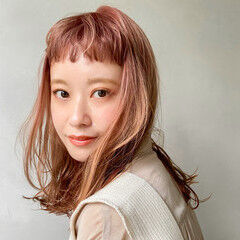 ベビーバング ピンクブラウン ナチュラル ミディアム ヘアスタイルや髪型の写真・画像