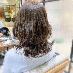 デジタルパーマ ゆるふわパーマ ミディアム レイヤーカット ヘアスタイルや髪型の写真・画像