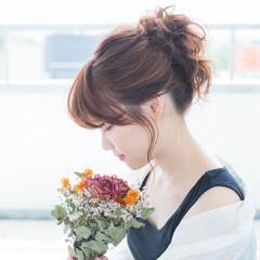 可愛い お団子アレンジ ナチュラル セミロング ヘアスタイルや髪型の写真・画像