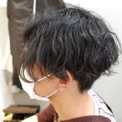 ショートヘア メンズパーマ 黒髪ショート ツーブロック ヘアスタイルや髪型の写真・画像