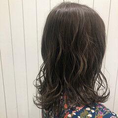ミルクティーグレージュ ミルクティーベージュ シアーベージュ ミディアム ヘアスタイルや髪型の写真・画像