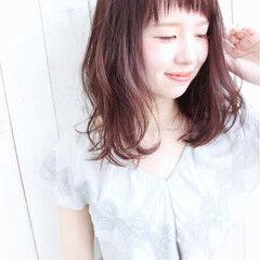ラズベリー ピンク オン眉 ミディアム ヘアスタイルや髪型の写真・画像