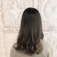ナチュラル インナーカラー 外ハネ 大人女子 ヘアスタイルや髪型の写真・画像