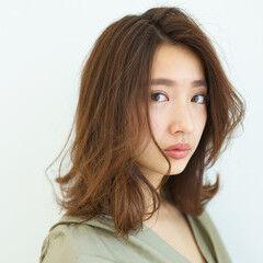 オシャレ コンサバ ミディアム レイヤーヘアー ヘアスタイルや髪型の写真・画像