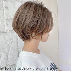 丸みショート グレージュ ショートボブ ナチュラル ヘアスタイルや髪型の写真・画像
