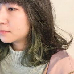 ミディアム ナチュラル インナーカラー ポイントカラー ヘアスタイルや髪型の写真・画像