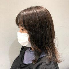 ミディアム ブルージュ 前髪パーマ グレーアッシュ ヘアスタイルや髪型の写真・画像
