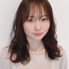 大人かわいい ダークカラー シースルーバング フェミニン ヘアスタイルや髪型の写真・画像