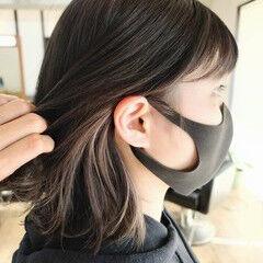 ナチュラル ロブ シルバーグレージュ インナーカラーシルバー ヘアスタイルや髪型の写真・画像