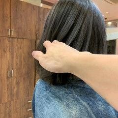 グレーアッシュ ミディアム グレージュ ナチュラル ヘアスタイルや髪型の写真・画像