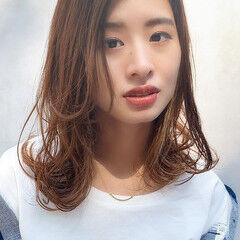 ミルクティーベージュ フェミニン ミディアム ブラウンベージュ ヘアスタイルや髪型の写真・画像