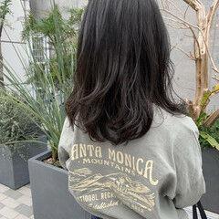 ブリーチカラー レイヤーカット エメラルドグリーンカラー ラフ ヘアスタイルや髪型の写真・画像