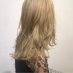 ヌーディーベージュ ハイトーンカラー ミディアム 金髪 ヘアスタイルや髪型の写真・画像